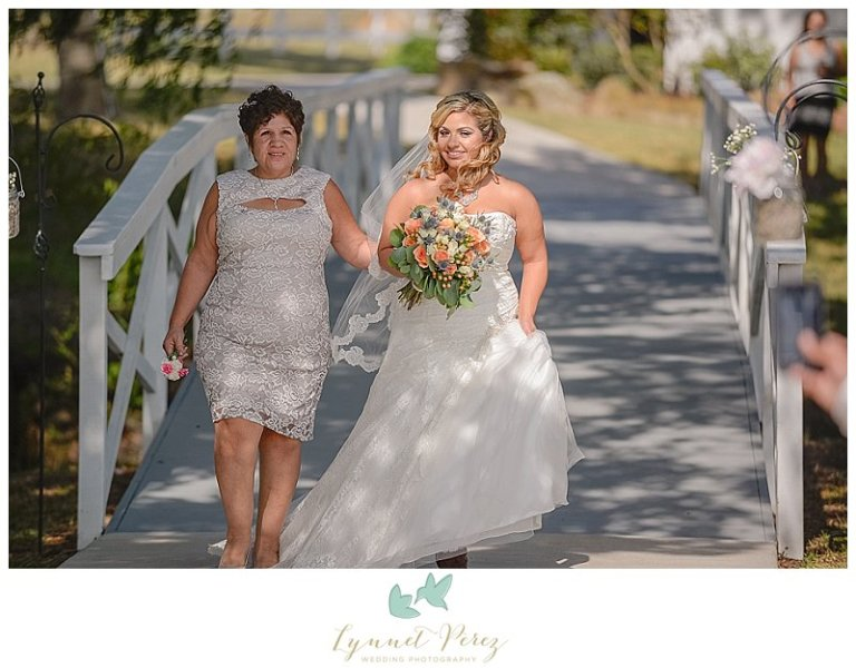dallas-wedding-photographer-bride-walking-down-the-isle