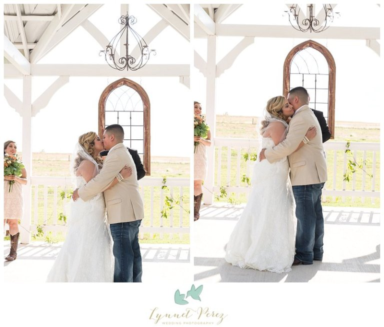dallas-wedding-photographer-ceremony-kiss