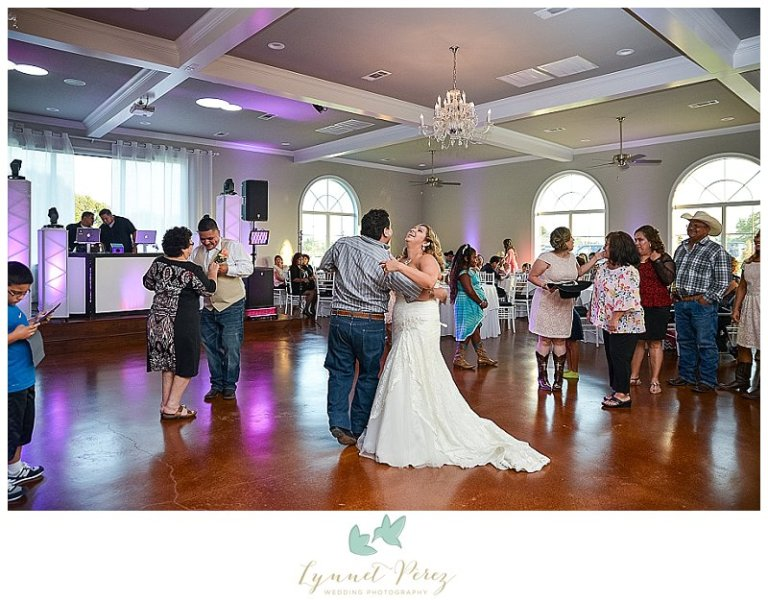 dallas-country-theme-wedding-photography-at-willow-creek-wedding-and-event-venue_0050.jpg