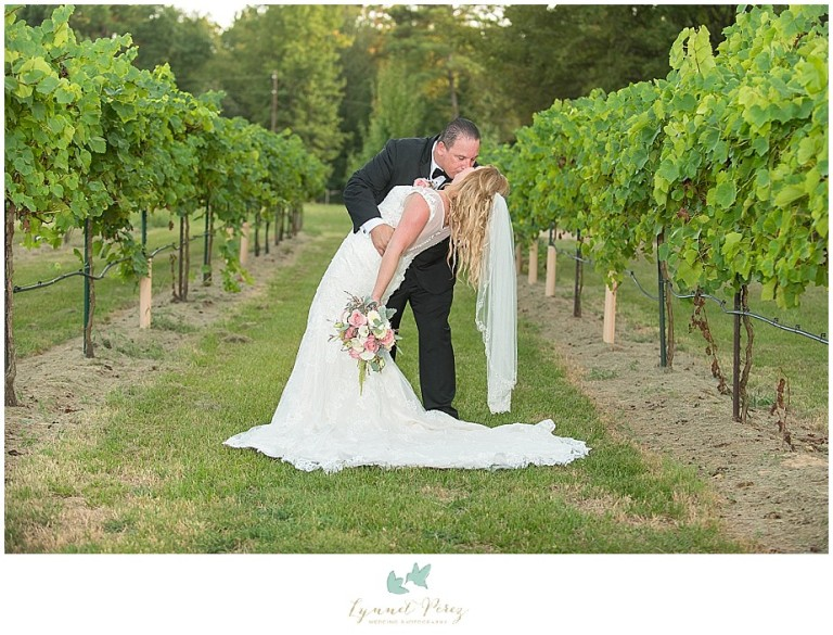 fort-worth-wedding-photographer-los-pinos-ranch-groom-and-bride-photoshoot-ideas