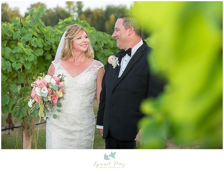 fort-worth-wedding-photographer-los-pinos-ranch-groom-and-bride-photoshoot-ideas-at-vineyard