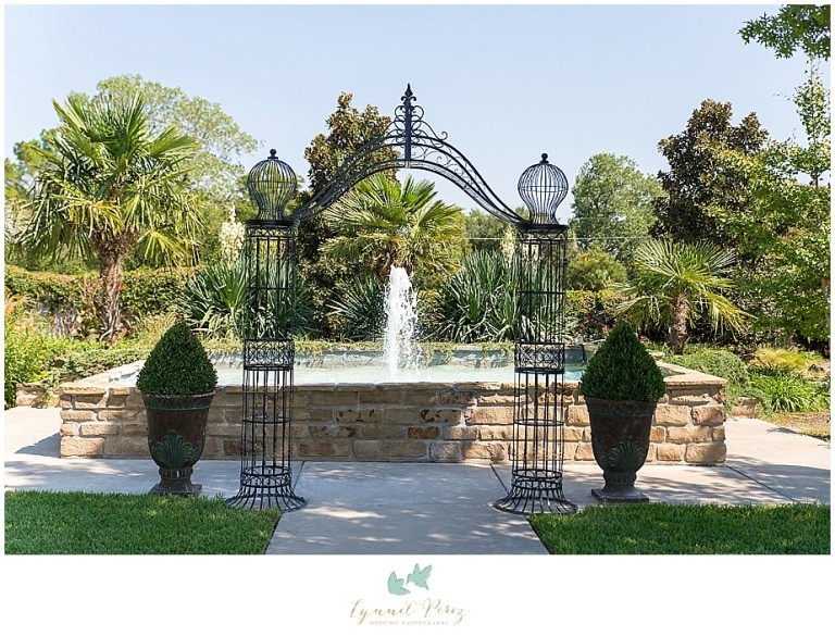 Dallas-wedding-photography-at-A-and-M-Gardens-in-Azle-TX-0014.jpg