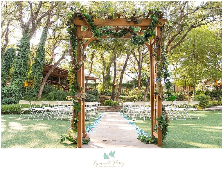 Dallas-wedding-photography-at-A-and-M-Gardens-in-Azle-TX-0117.jpg
