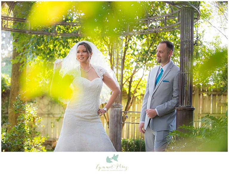 Dallas-wedding-photography-at-A-and-M-Gardens-in-Azle-TX-0141.jpg