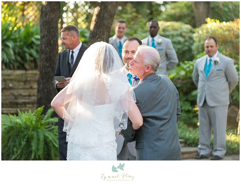 Dallas-wedding-photography-at-A-and-M-Gardens-in-Azle-TX-0250.jpg