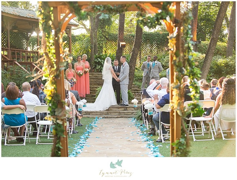 Dallas-wedding-photography-at-A-and-M-Gardens-in-Azle-TX-0260.jpg
