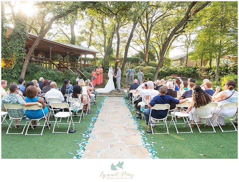 Dallas-wedding-photography-at-A-and-M-Gardens-in-Azle-TX-0264.jpg