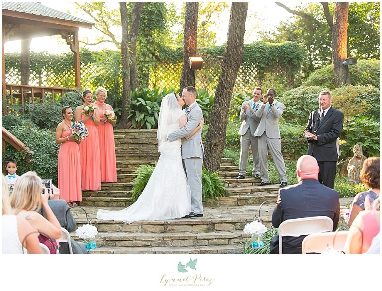 Dallas-wedding-photography-at-A-and-M-Gardens-in-Azle-TX-0297.jpg