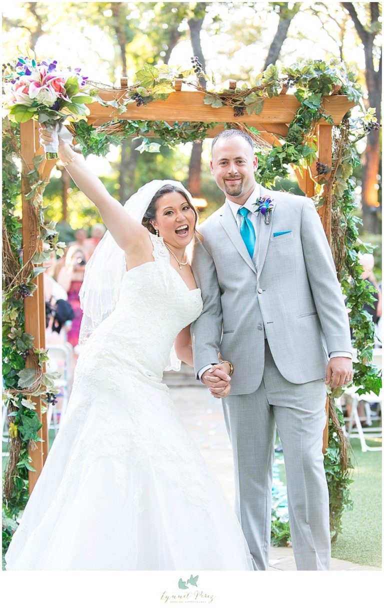 Dallas-wedding-photography-at-A-and-M-Gardens-in-Azle-TX-0308.jpg