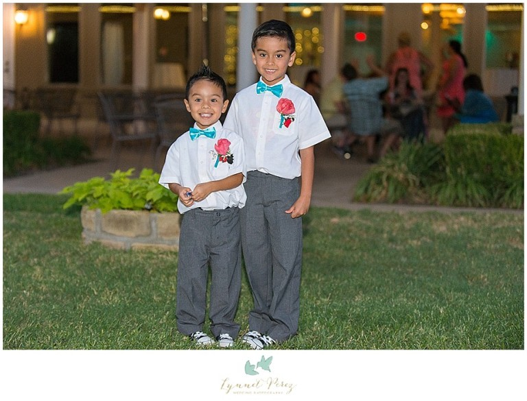 Dallas-wedding-photography-at-A-and-M-Gardens-in-Azle-TX-0469.jpg