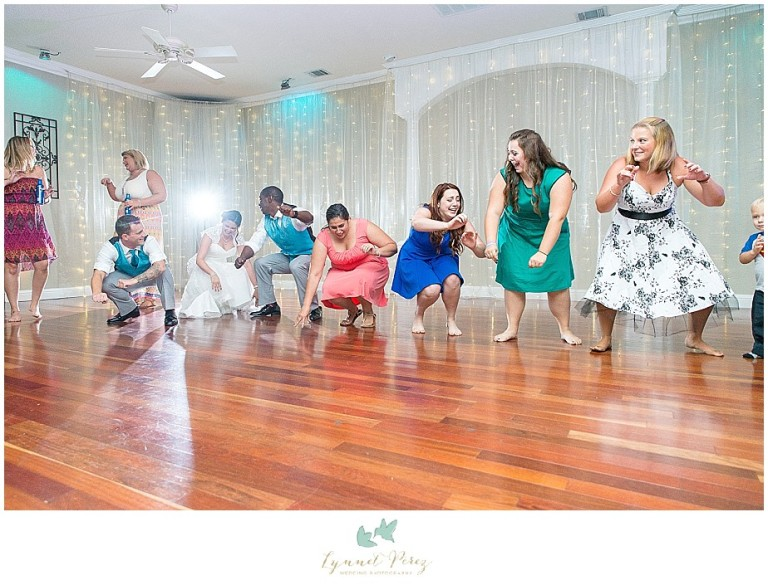 Dallas-wedding-photography-at-A-and-M-Gardens-in-Azle-TX-0595.jpg