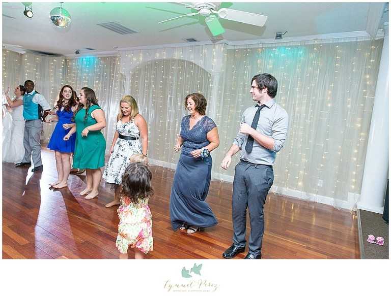 Dallas-wedding-photography-at-A-and-M-Gardens-in-Azle-TX-0596.jpg