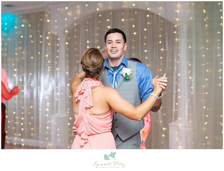Dallas-wedding-photography-at-A-and-M-Gardens-in-Azle-TX-0699.jpg