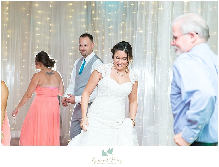 Dallas-wedding-photography-at-A-and-M-Gardens-in-Azle-TX-0735.jpg