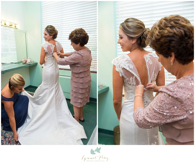 bride-getting-ready-at-kessler-park-united-methodist-church