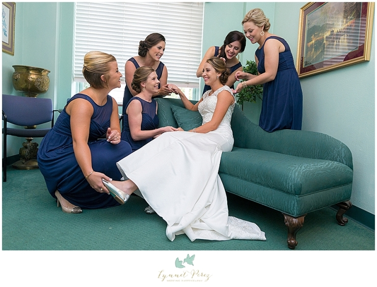 bride-getting-ready-with-bridal-party-at-kessler-park-united-methodist-church