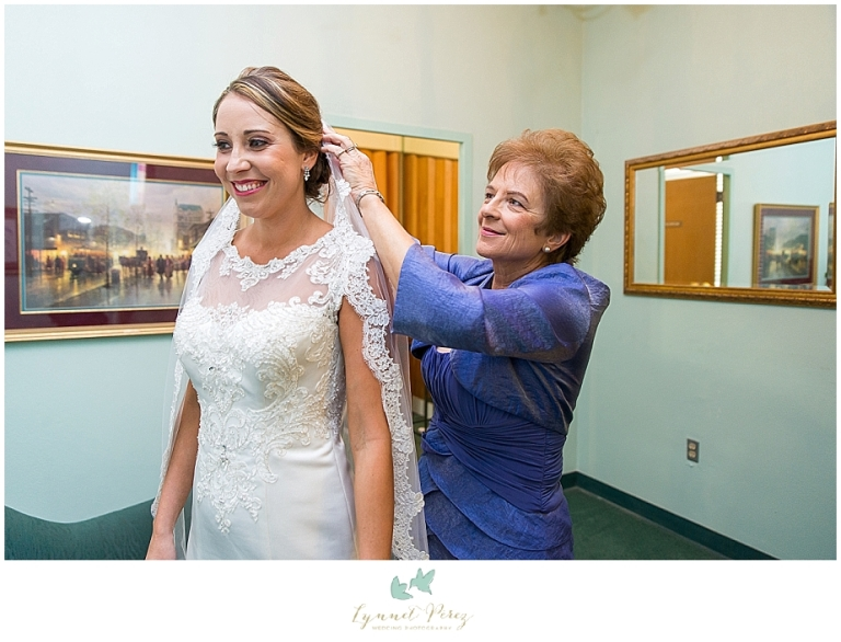 brides-vail-at-kessler-park-united-methodist-church-wedding