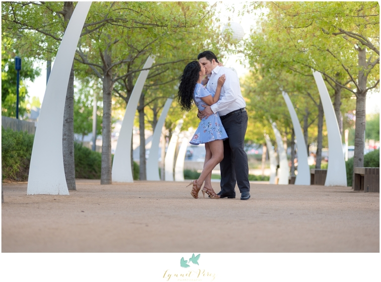 Klyde-warren-park-dallas-downtown-engagement-session-0084
