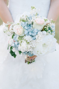 dusty-blue-wedding-floral